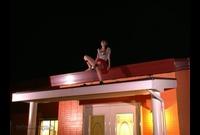 FMK-0103 清楚なセレブ妻が屋根の上でオナニー