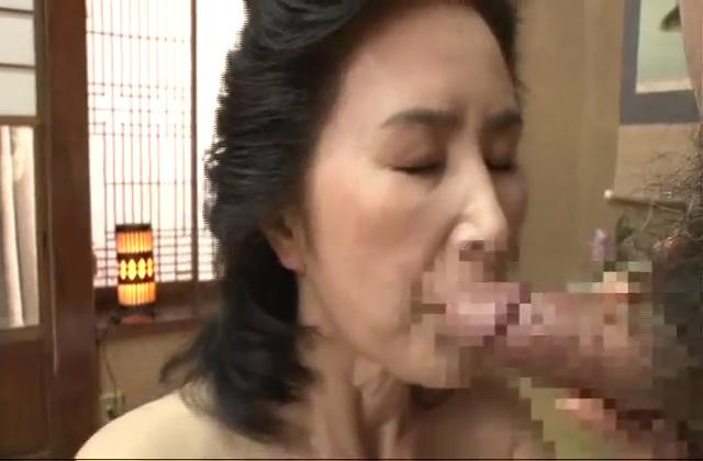 【素人個撮】不倫相手とのセックスで情熱的に乱れるレスのおデブ妻!