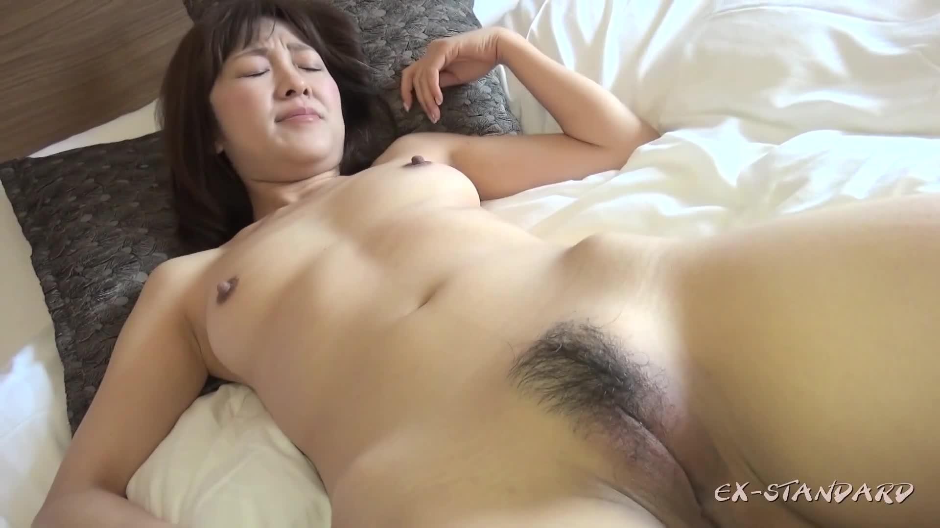 【無】【個人撮影】みなこ37歳 生殖本能を刺激するセレブ美人妻に大量中出し【前編】